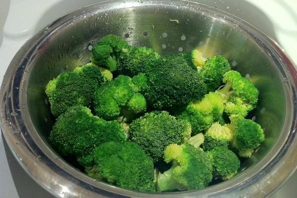 Сколько времени варить на пару брокколи