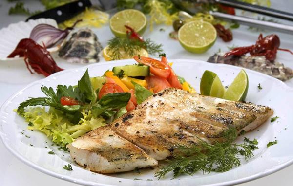 Тушёная рыба с овощами в духовке